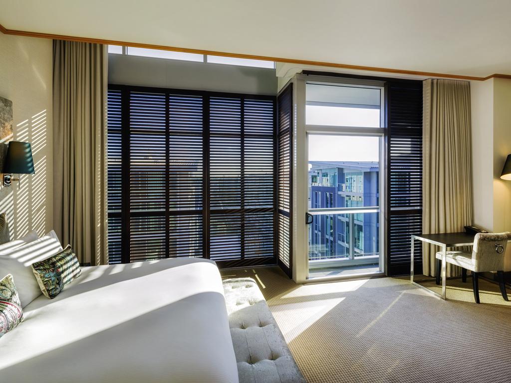 chambre luxury lit king size vue sur la ville ou la fontaine intrieure - Chambre Lit King Size