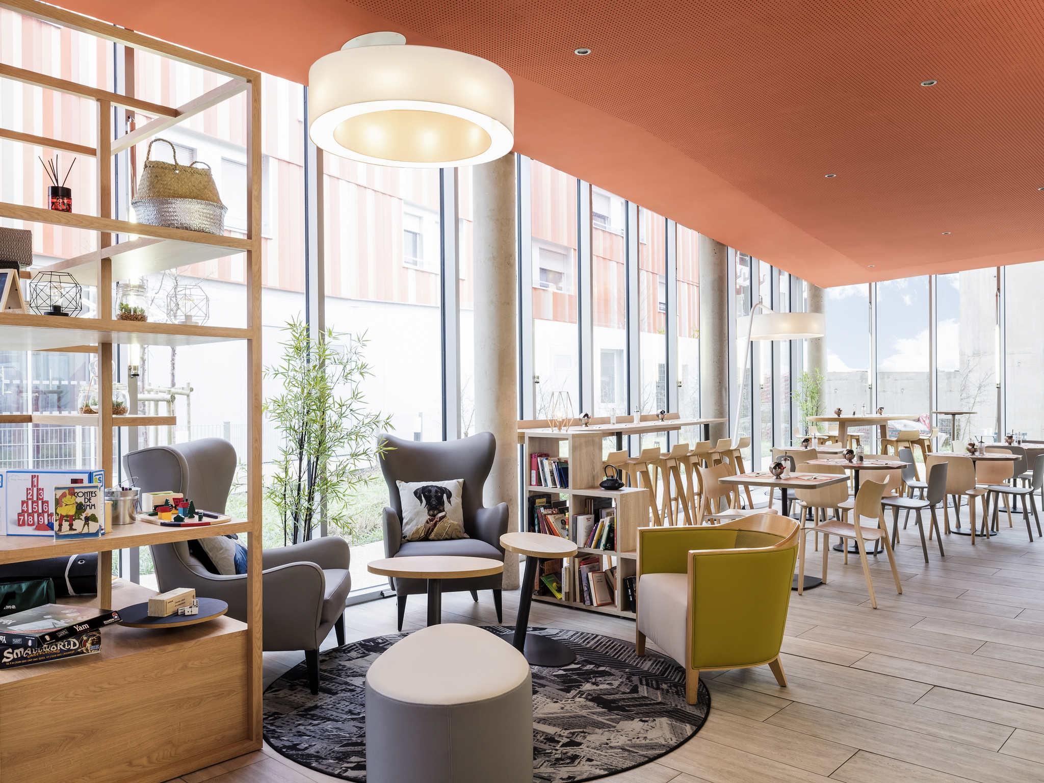 Отель — Aparthotel Adagio access Paris Massy Gare TGV