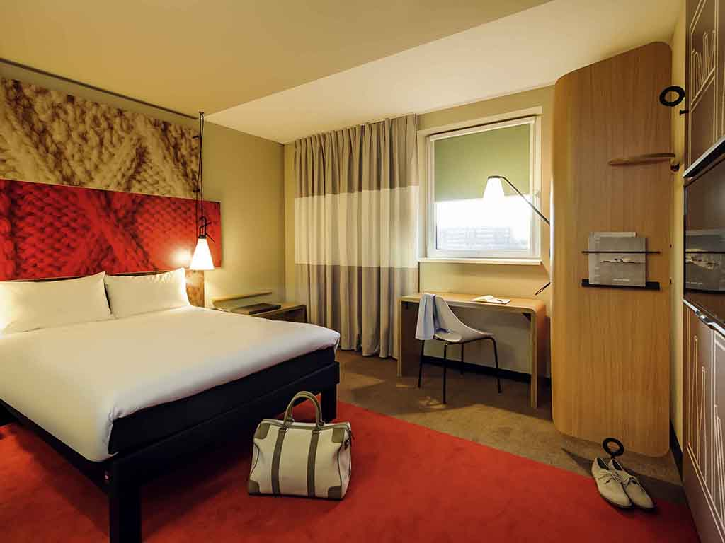 Hotel in hamburg   ibis hamburg city