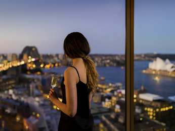 Kamar - Quay West Suites Sydney