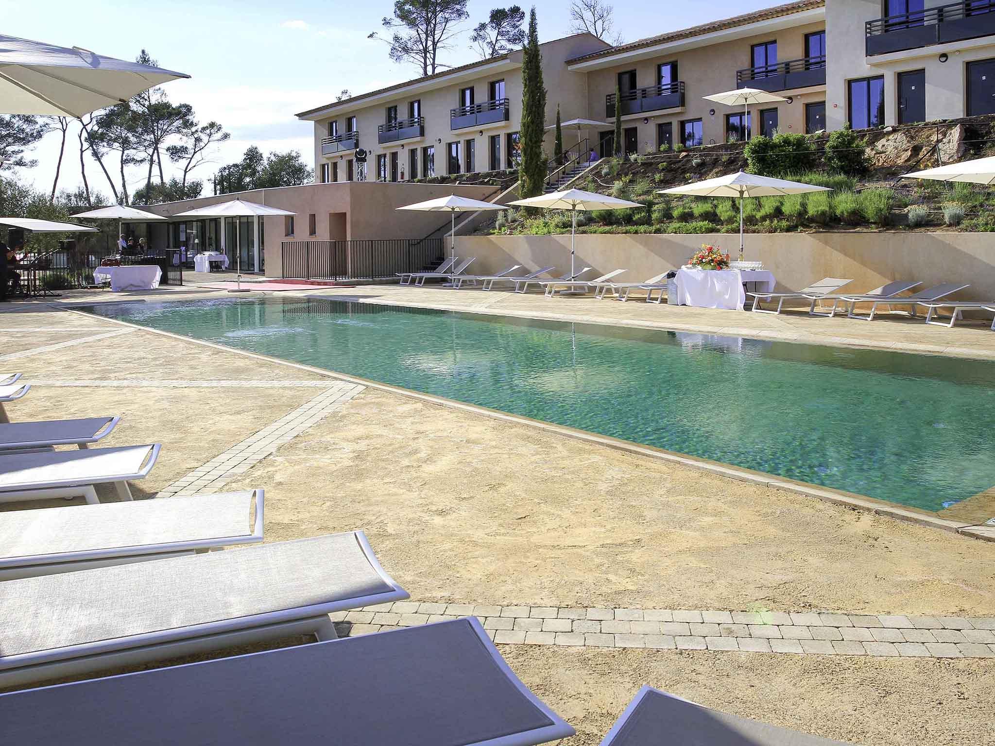 Отель — Hôtel Mercure Brignoles Golf de Barbaroux
