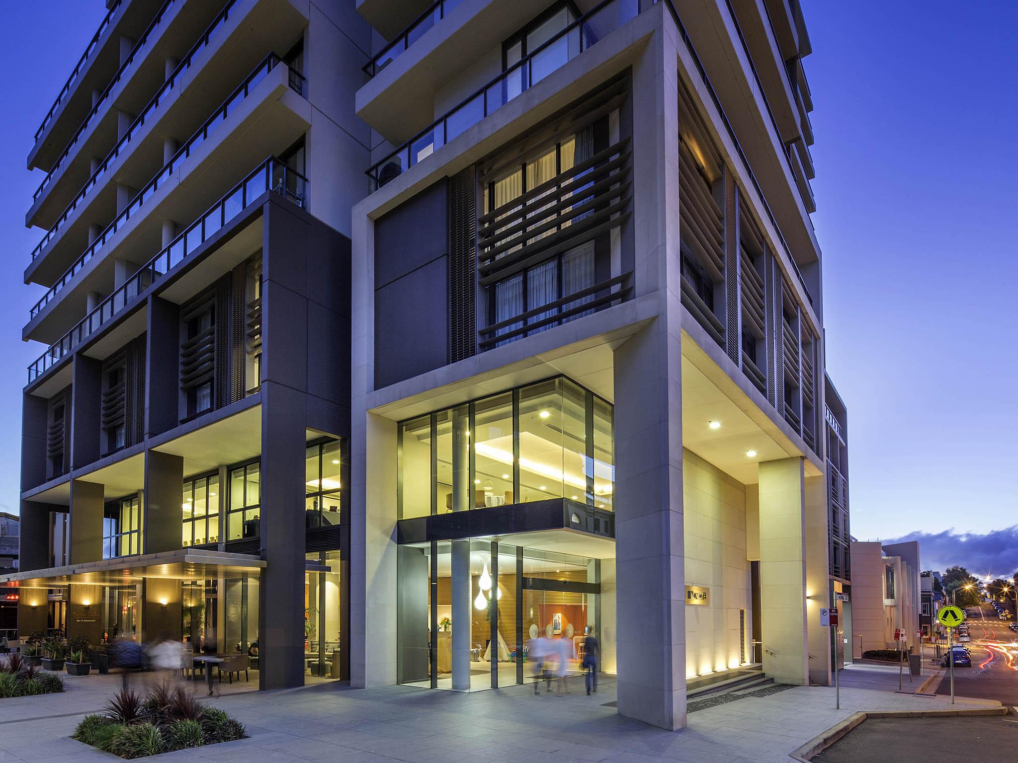 โรงแรม – Novotel Newcastle Beach
