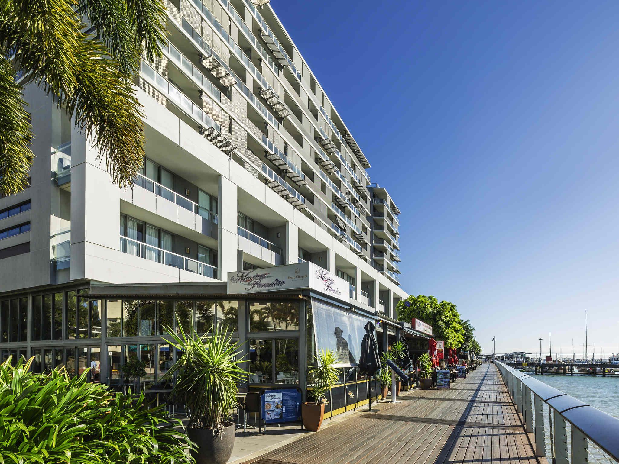 Cairns Harbour Lights Hotel Parking