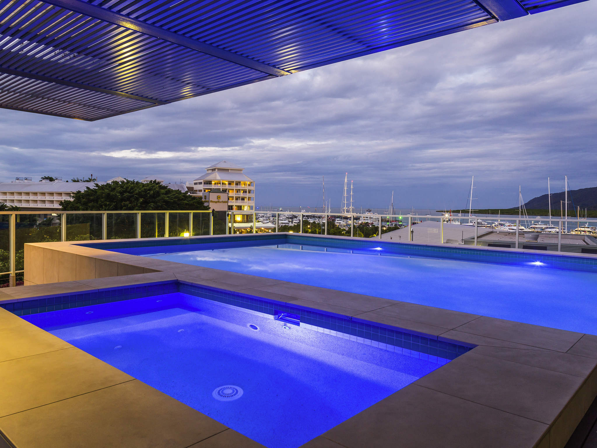 Hotel Harbour Lights Cairns - AccorHotels
