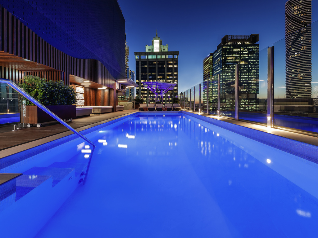 Rooms suites pullman brisbane king george square for Pullman hotel