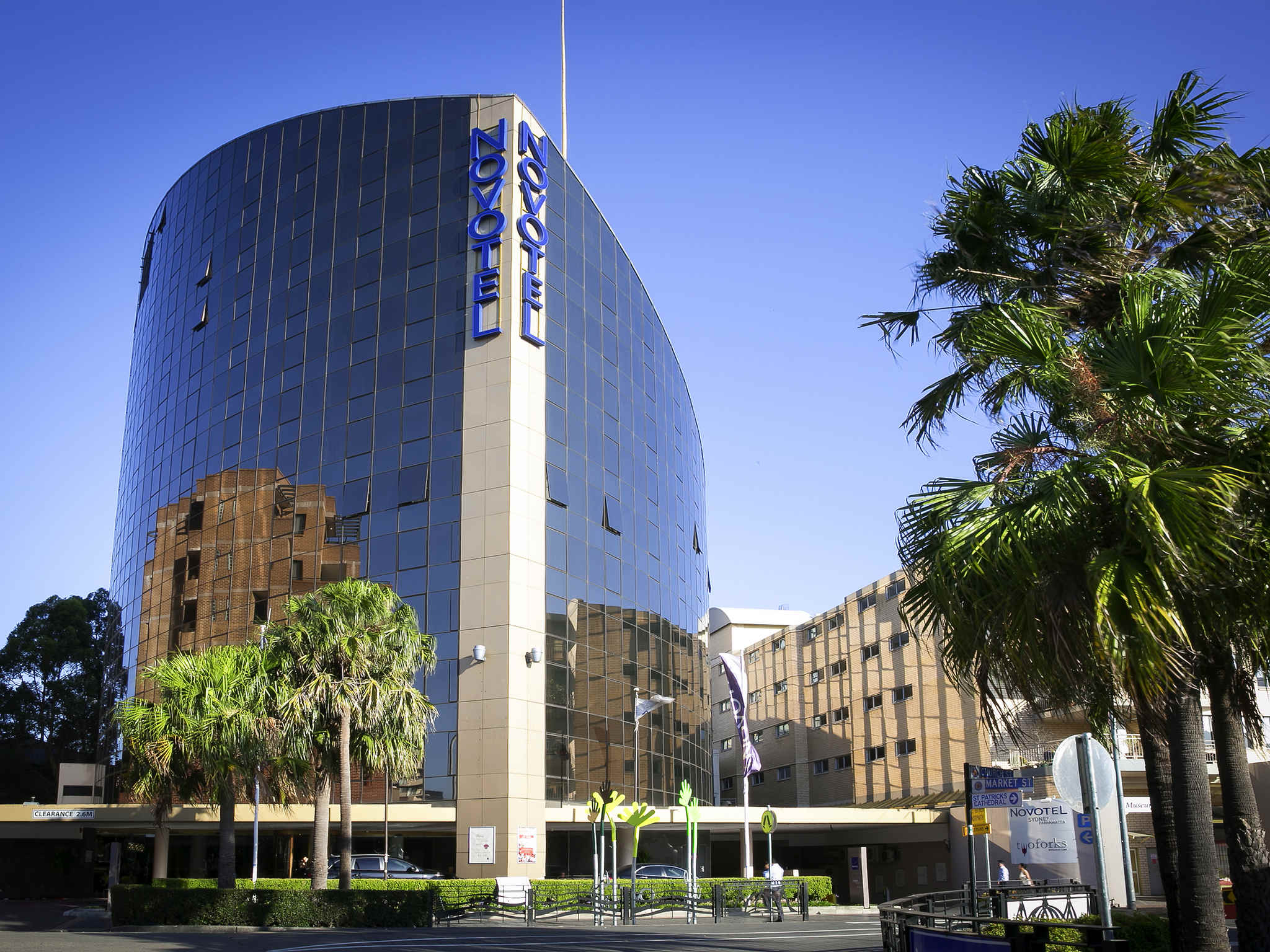 Отель — Novotel Сидней Парраматта