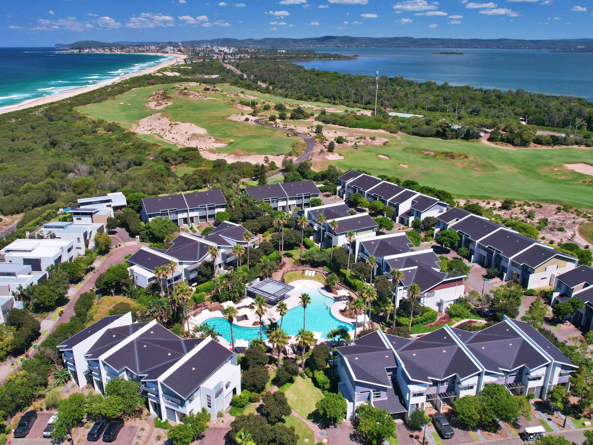 โรงแรม – Pullman Magenta Shores Resort