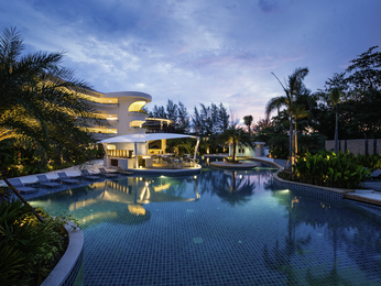 Novotel Phuket Karon Beach Resort & Spa