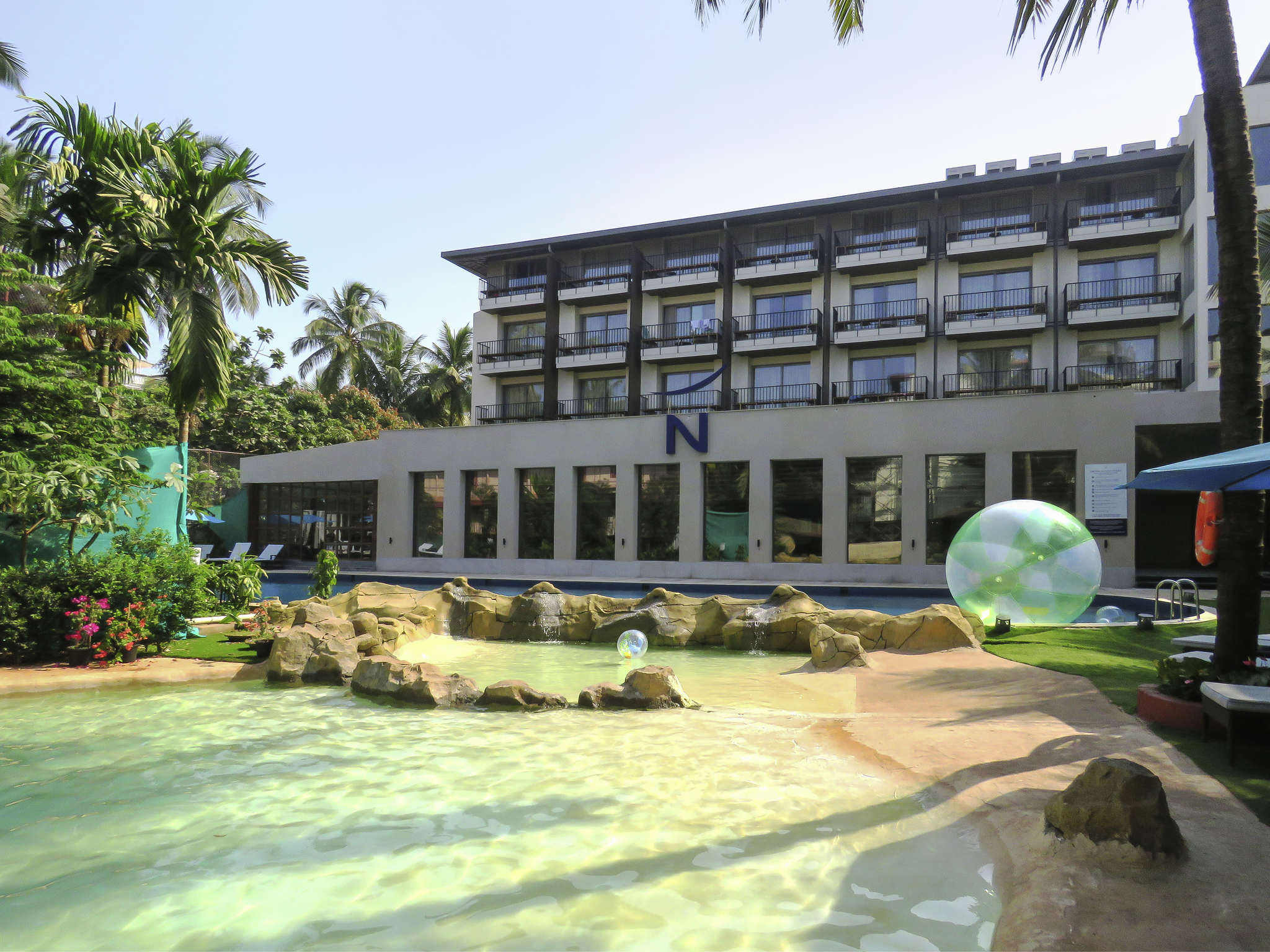 โรงแรม – Novotel Goa Shrem