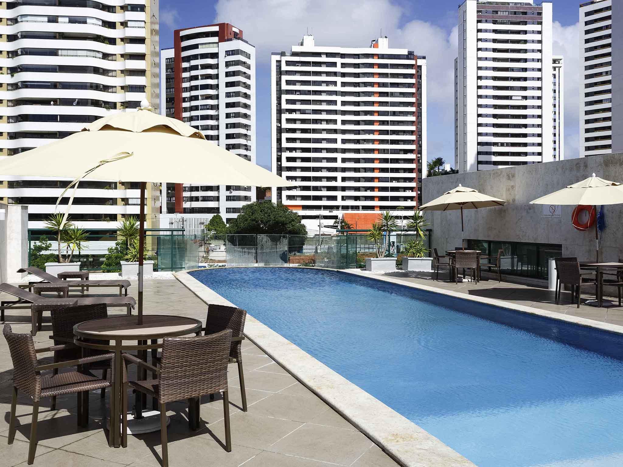 호텔 – Mercure Salvador Pituba Hotel (anteriormente Caesar Business)
