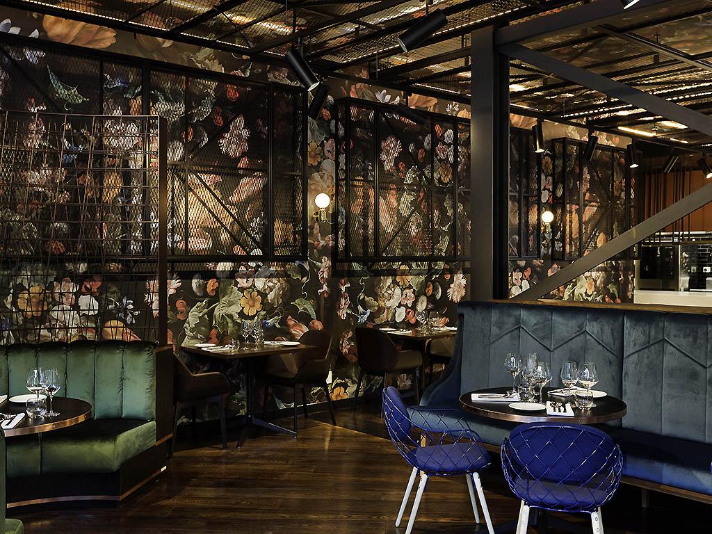 Jardin grill wellington restaurants by accorhotels for Restaurante jardin