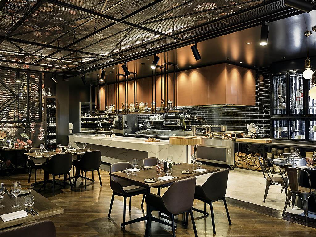 Jardin grill wellington restaurants by accorhotels for 16 the terrace wellington