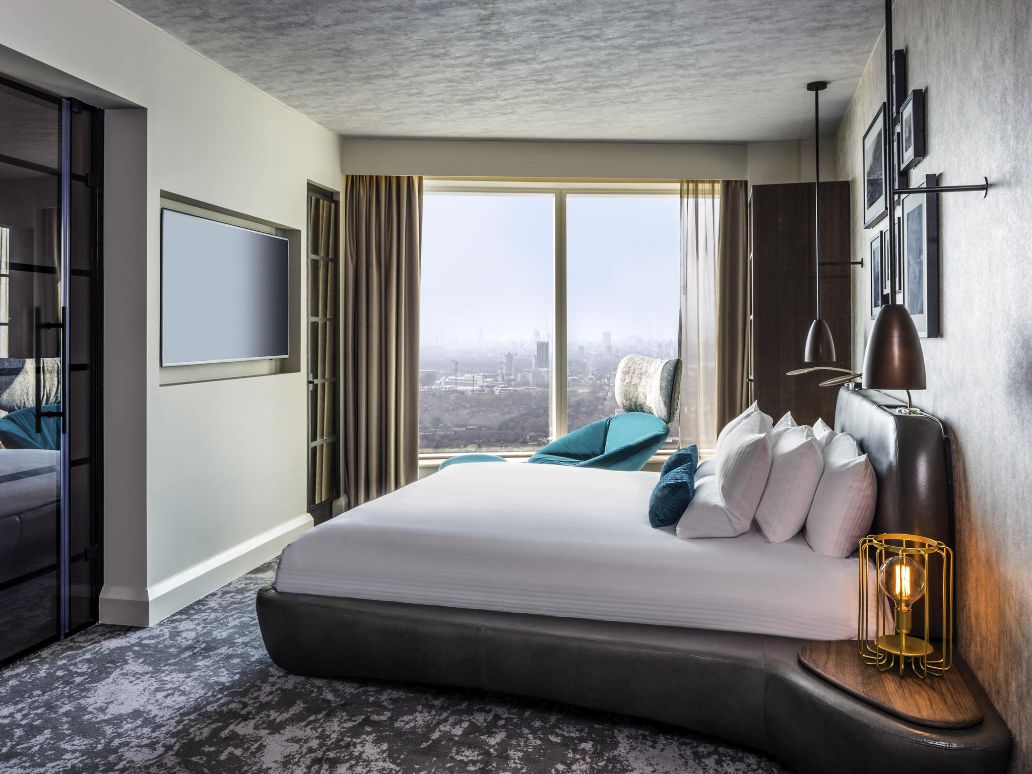 Hotel in london novotel london canary wharf now open for Hotel design canaries