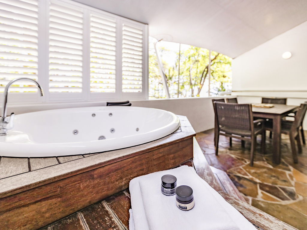 luxury hotel palm cove the reef house palm cove. Black Bedroom Furniture Sets. Home Design Ideas