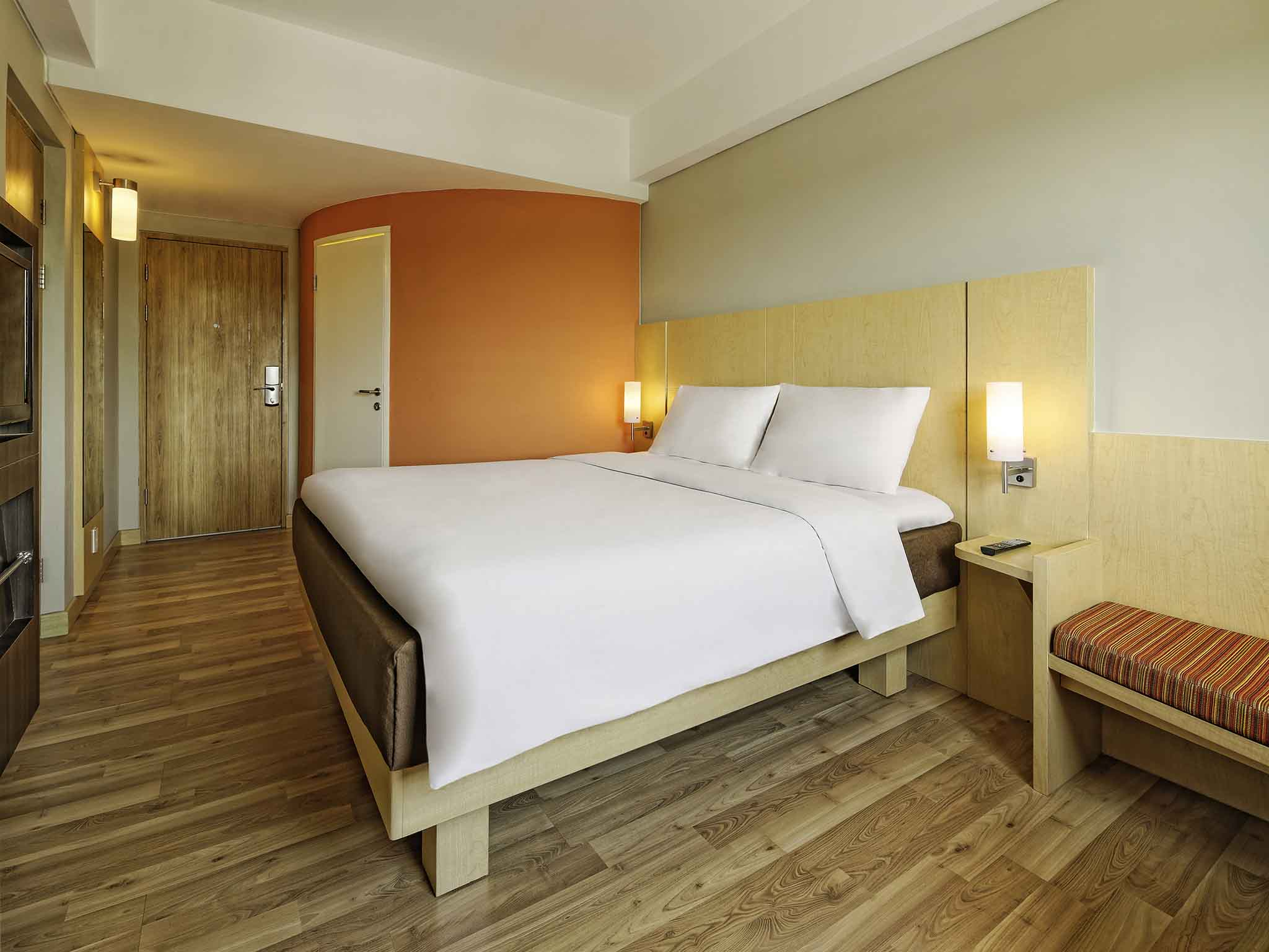 Hotel In Padang Ibis Voucher Silver Star Semarang Rooms