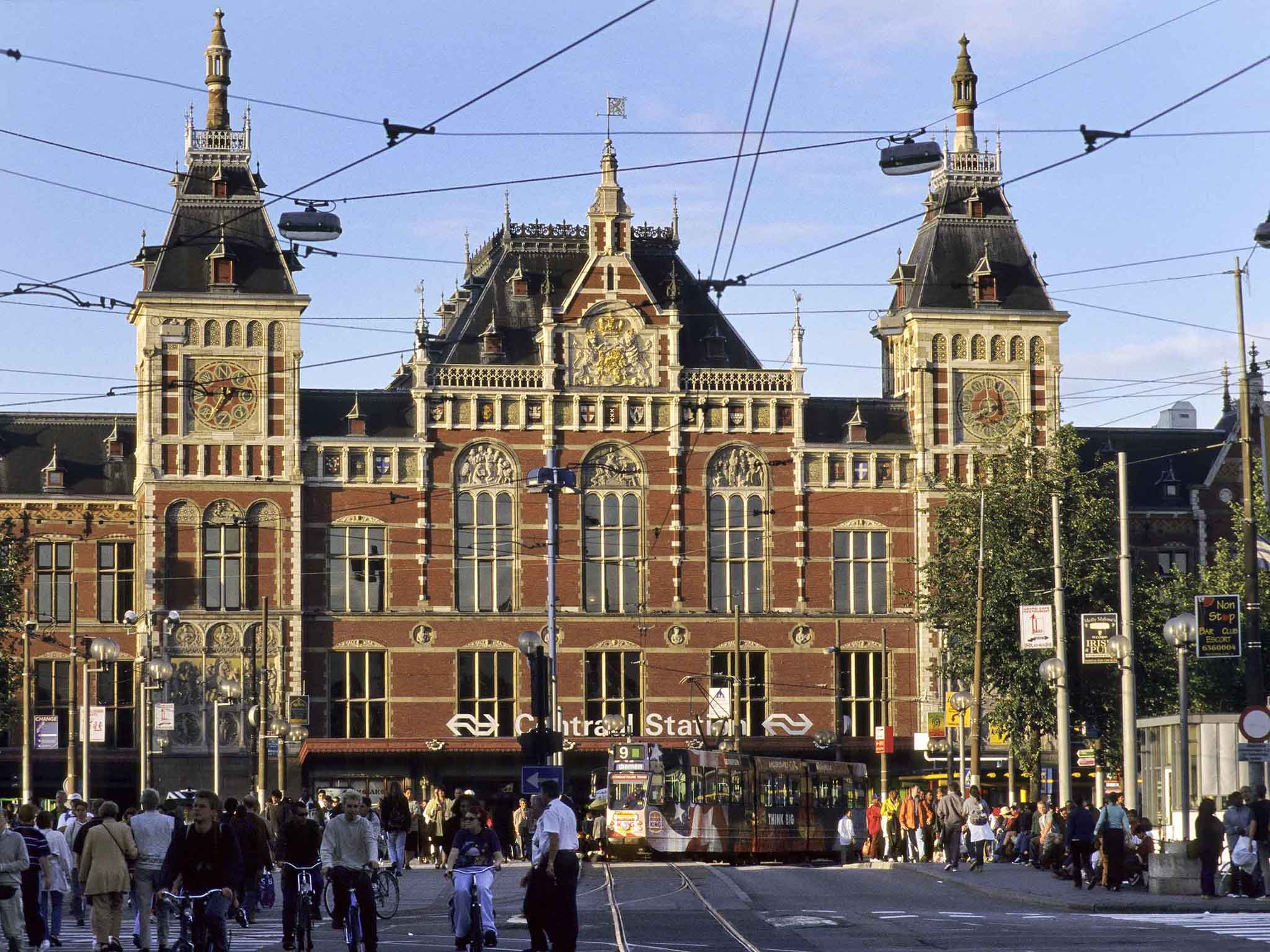 Hotel in amsterdam ibis styles amsterdam centraal station for Adagio amsterdam
