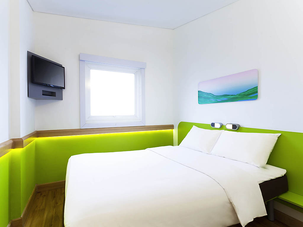 Hotel budget di bandung ibis budget bandung asia afrika for Dekor kamar hotel