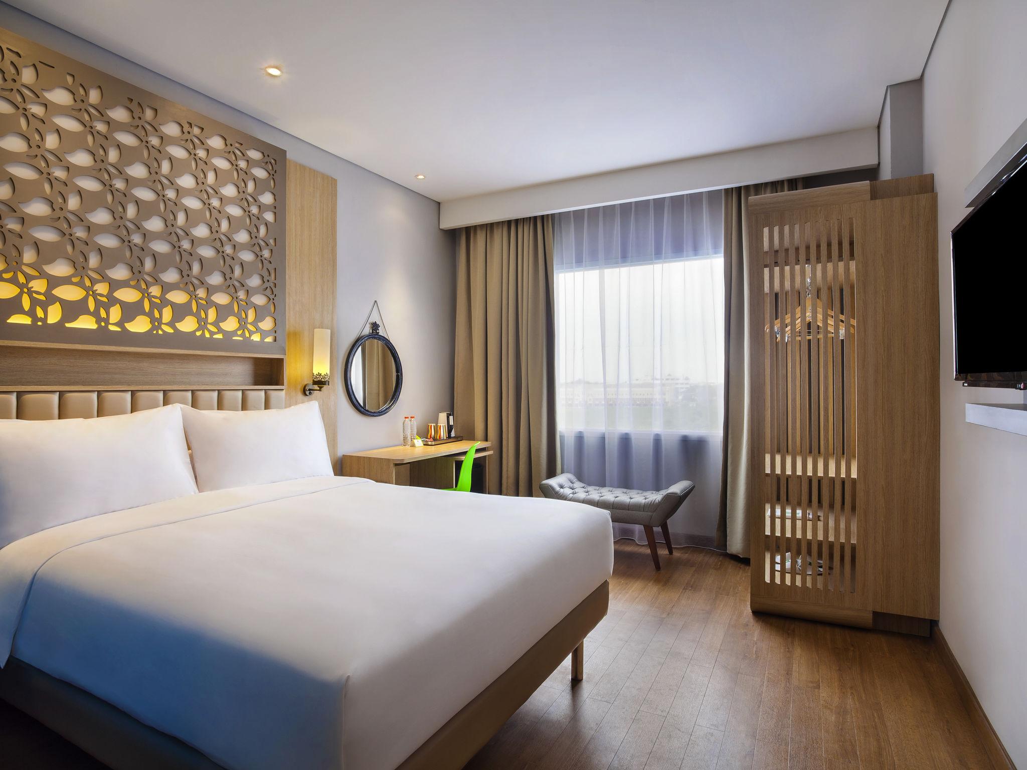 Отель — ibis Styles Cikarang
