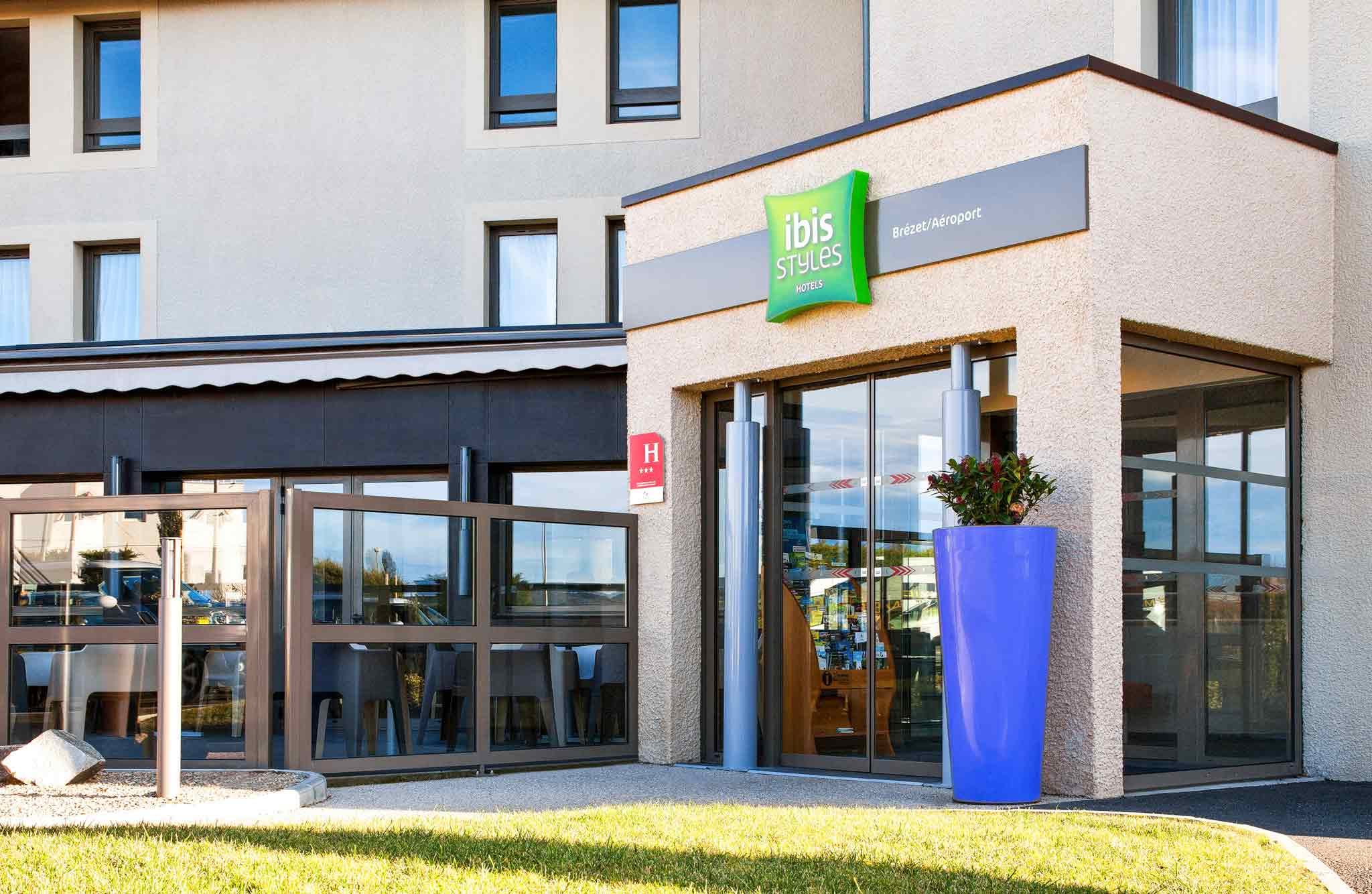 Hotel in CLERMONT FERRAND - ibis Styles Clermont-Ferrand Le Brézet ...