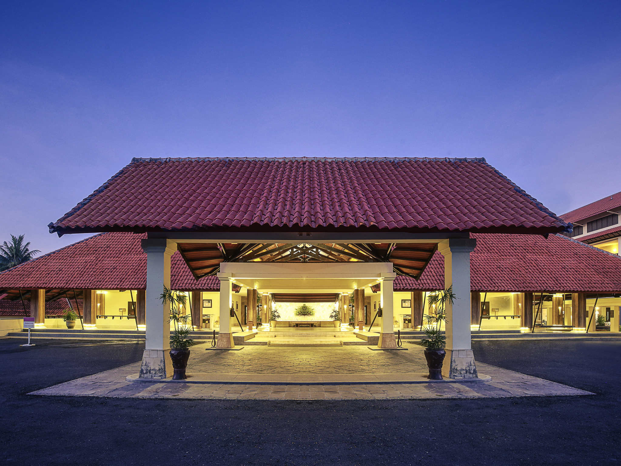 Отель — Курорт и конференц-центр Mercure Манадо Татели