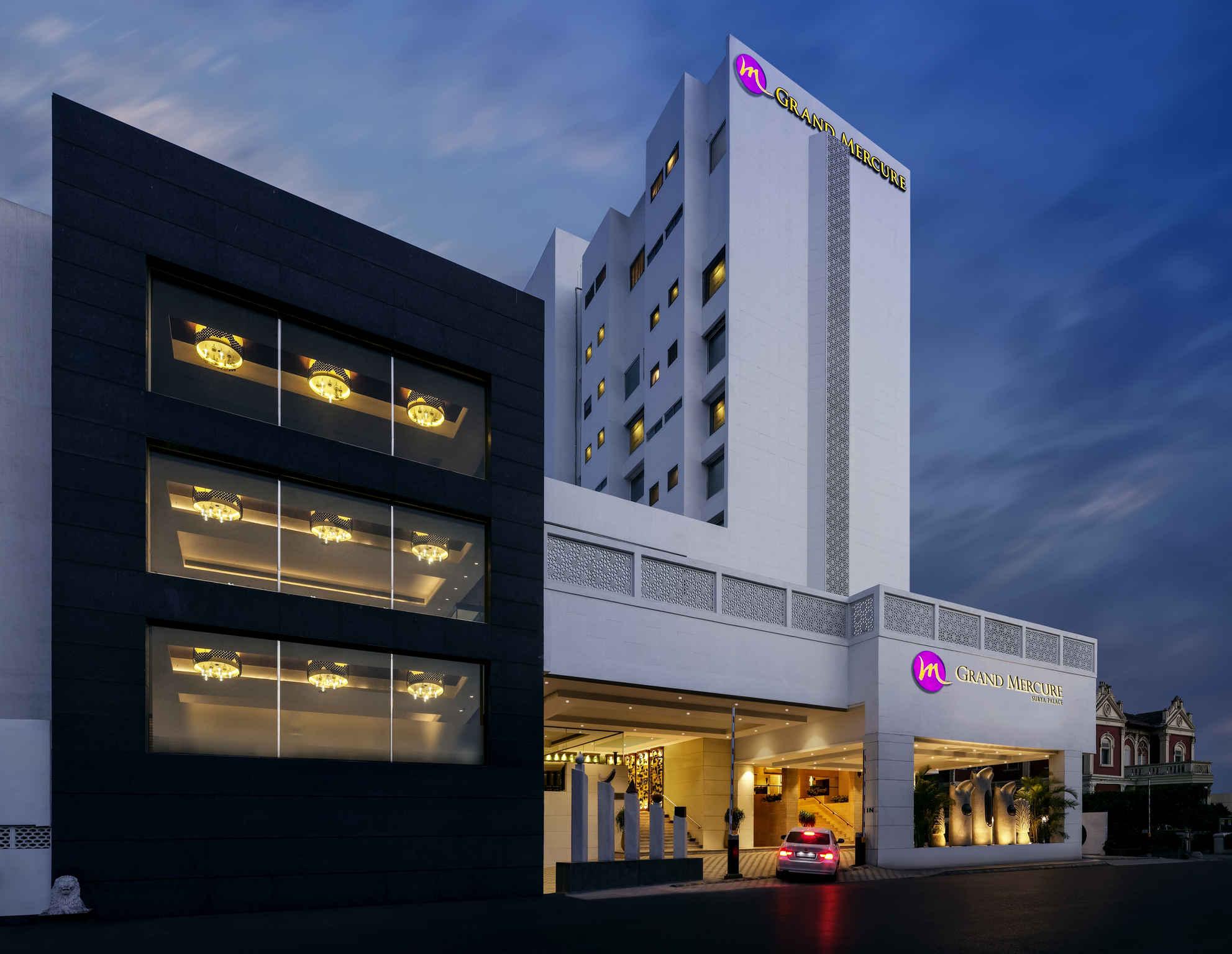 โรงแรม – Grand Mercure Vadodara Surya Palace