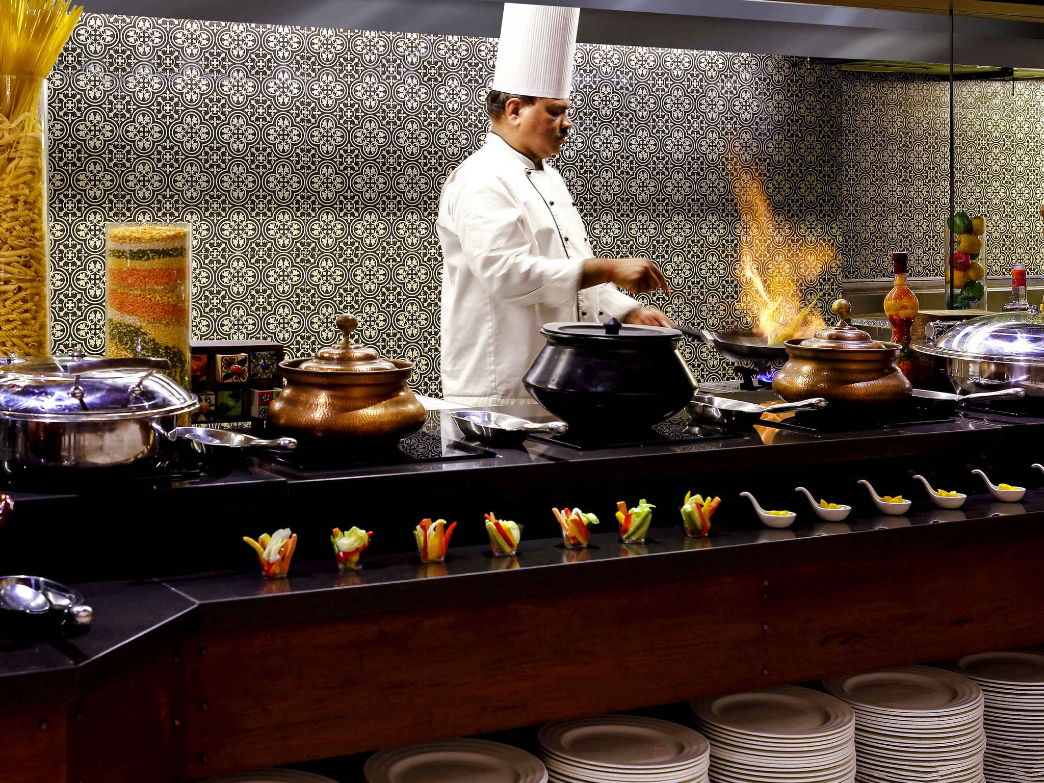 Restaurant Grand Mercure Vadodara Surya Palace