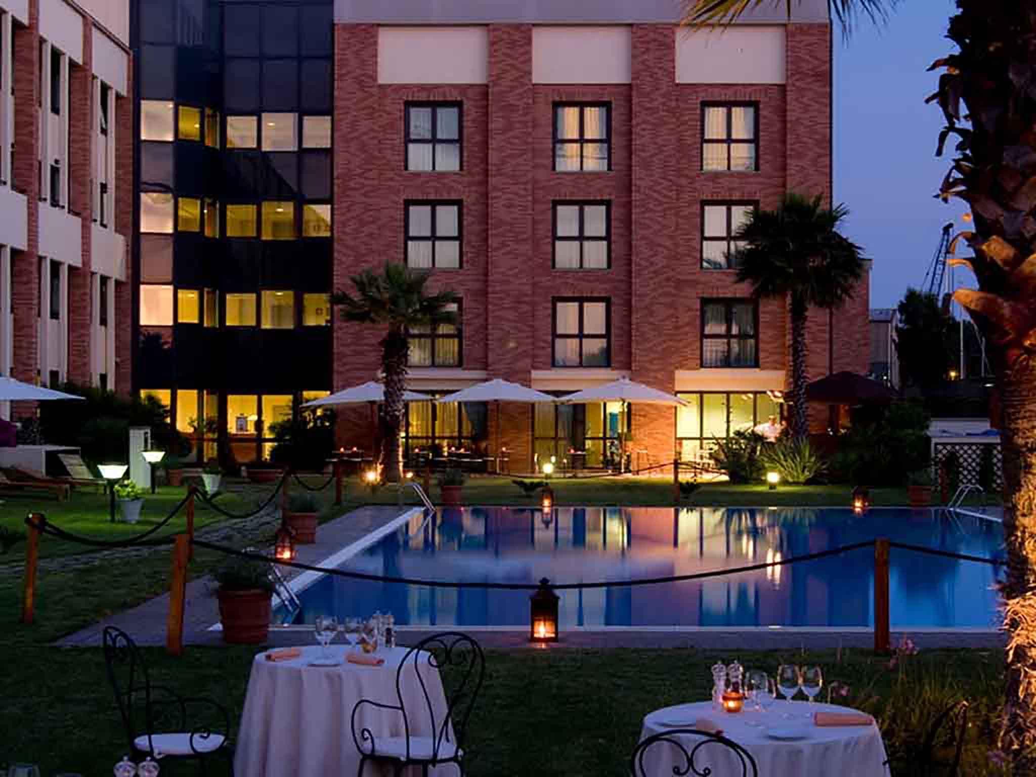 Hotel in fiumicino mercure rome leonardo da vinci airport for Hotels tours