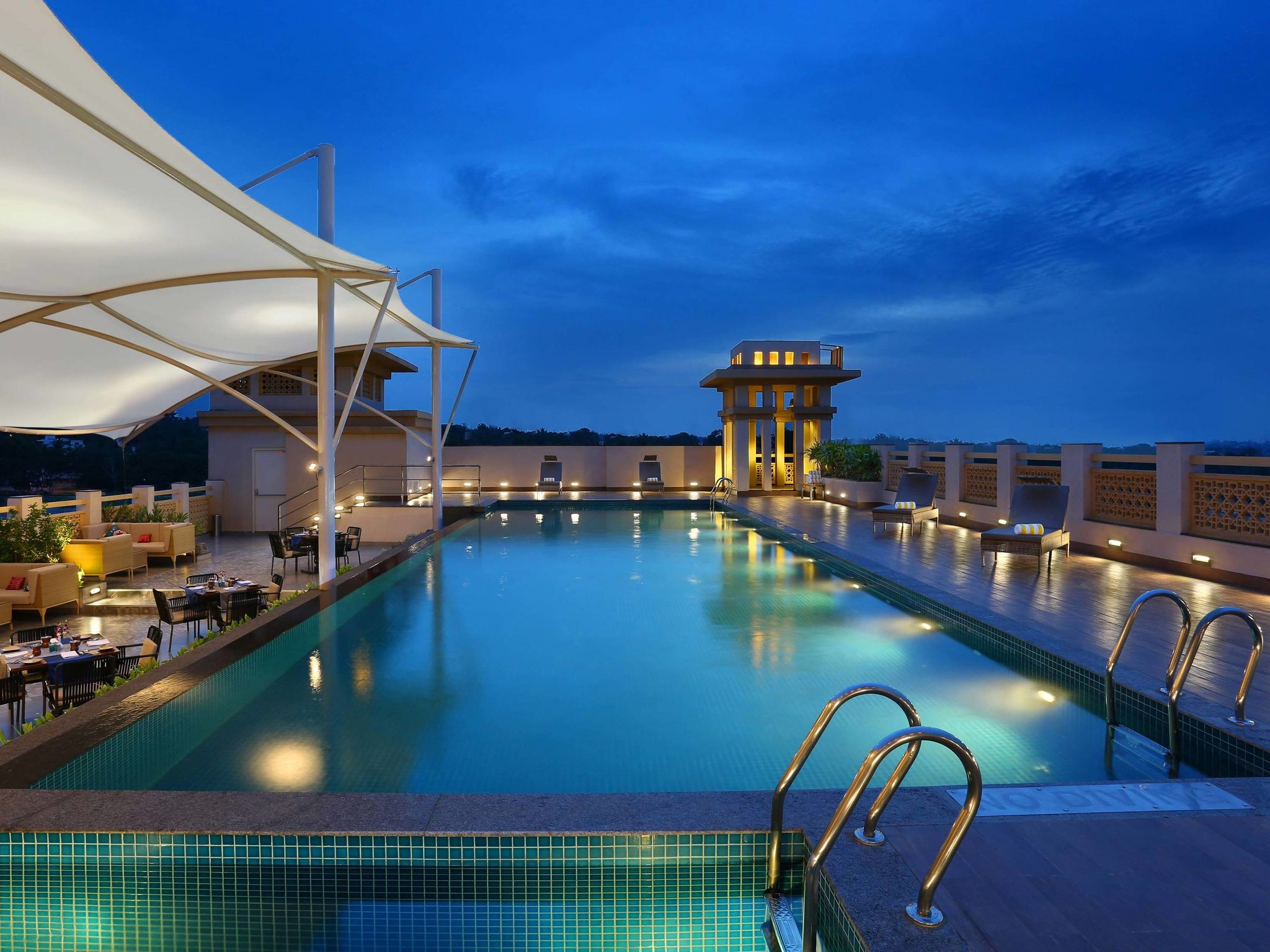 Hotel – Grand Mercure Mysuru
