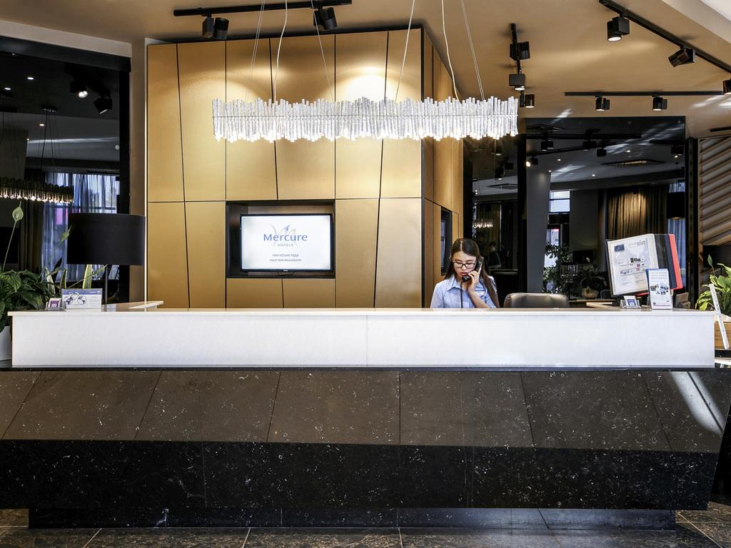 Hotelf1 salon de provence salon de provence book your for 13300 salon de provence