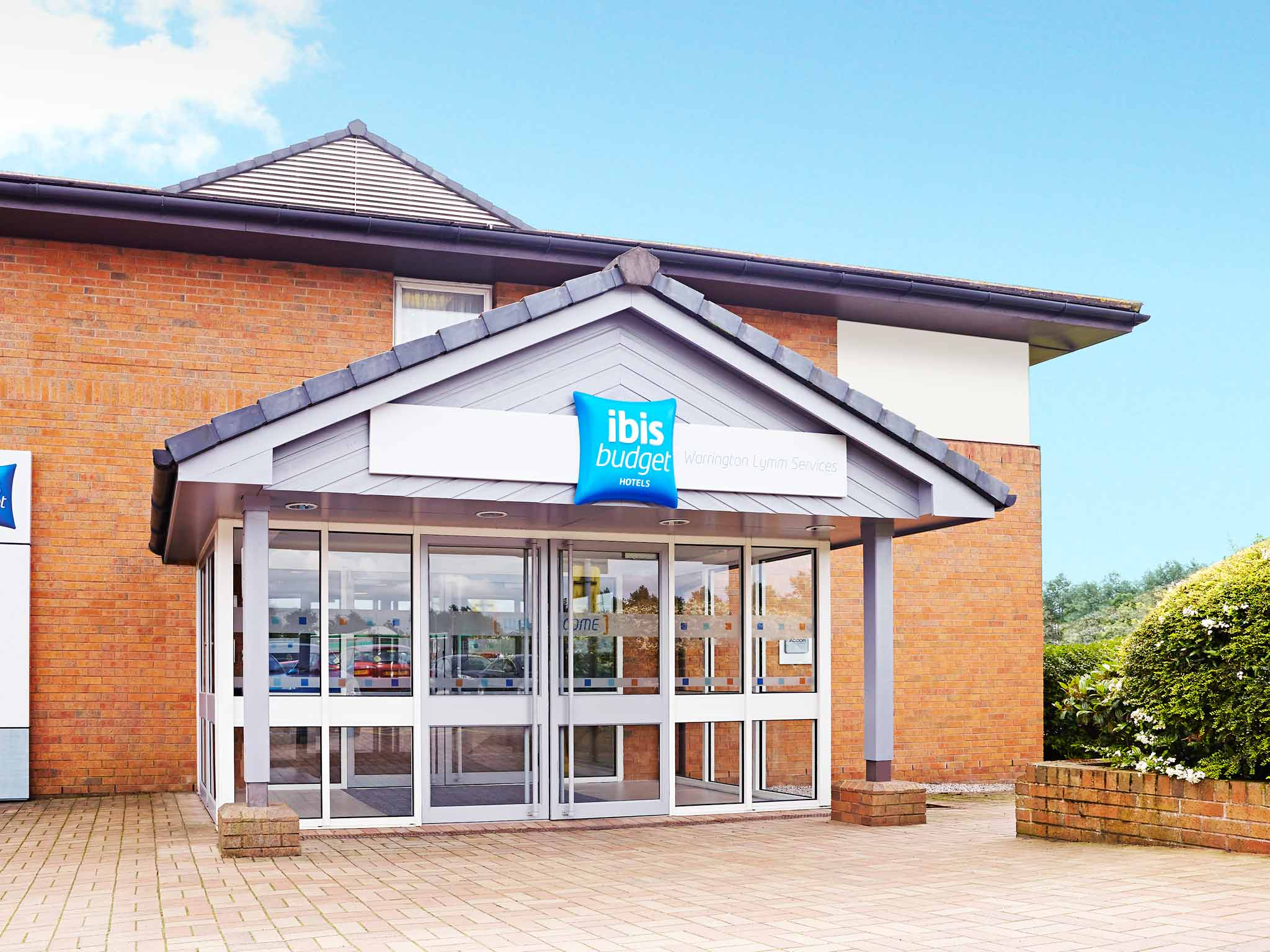 Отель — ibis budget Warrington Lymm Services