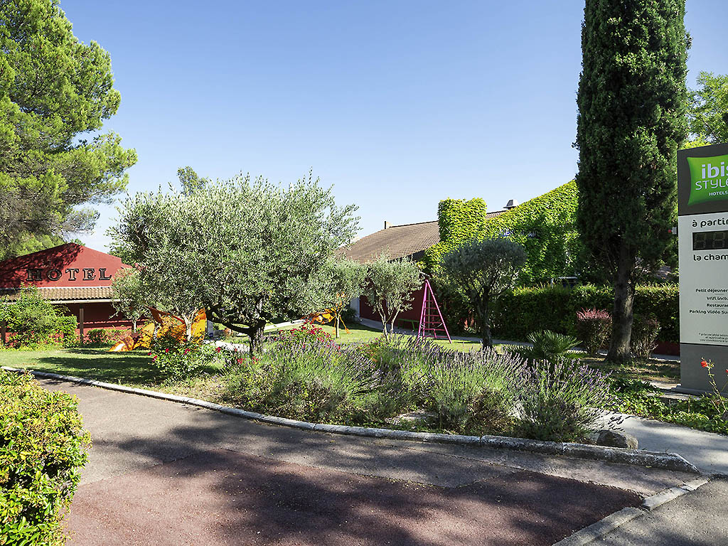 Hotel in AIX EN PROVENCE  ibis Styles Aix en Provence Mas des