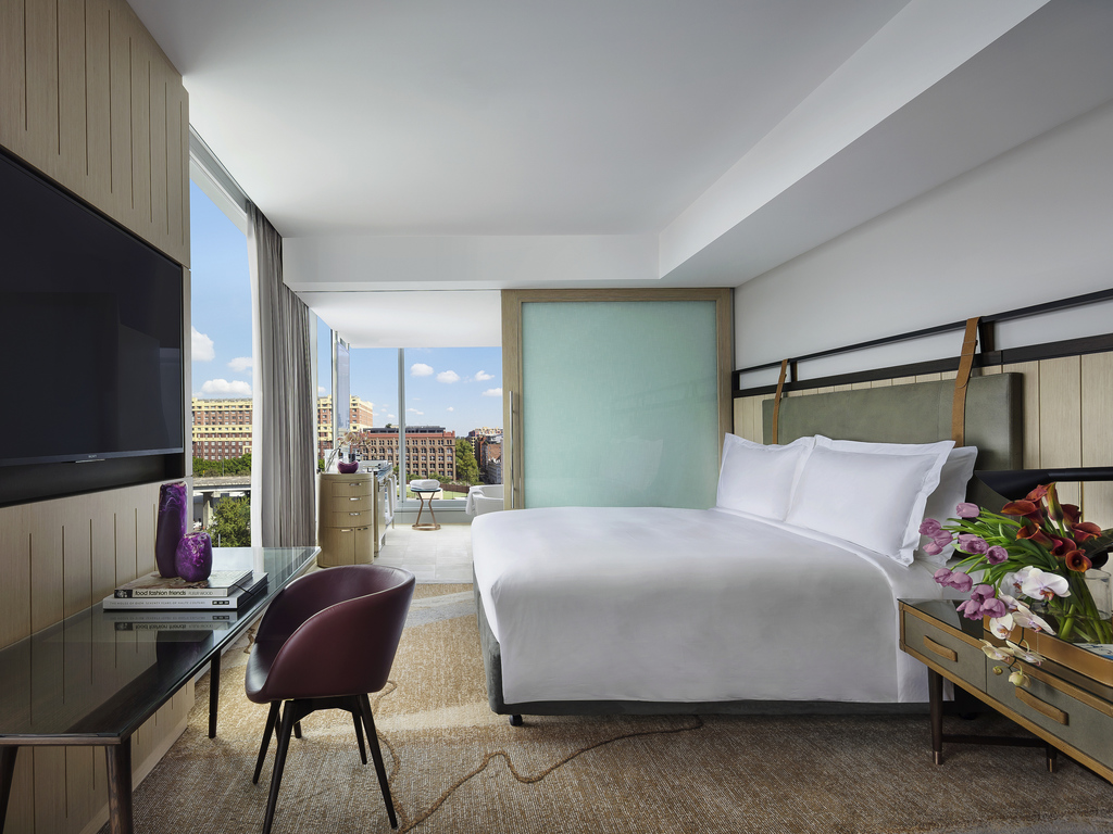 Hotel In SYDNEY Sofitel Sydney Darling Harbour - 8 awesome extras in luxury hotel rooms