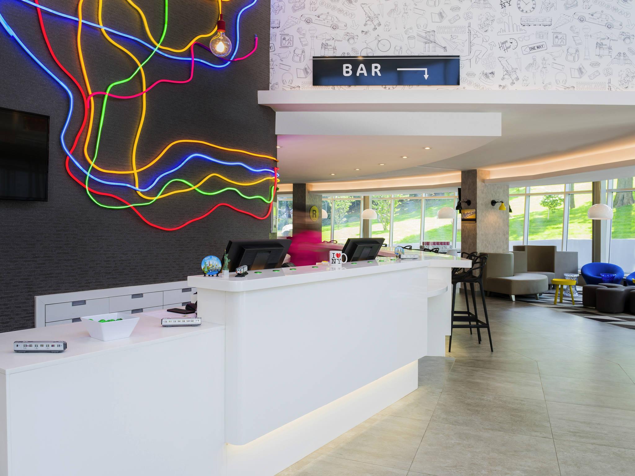Отель — ibis Styles Нью-Йорк Ла-Гуардия Аэропорт