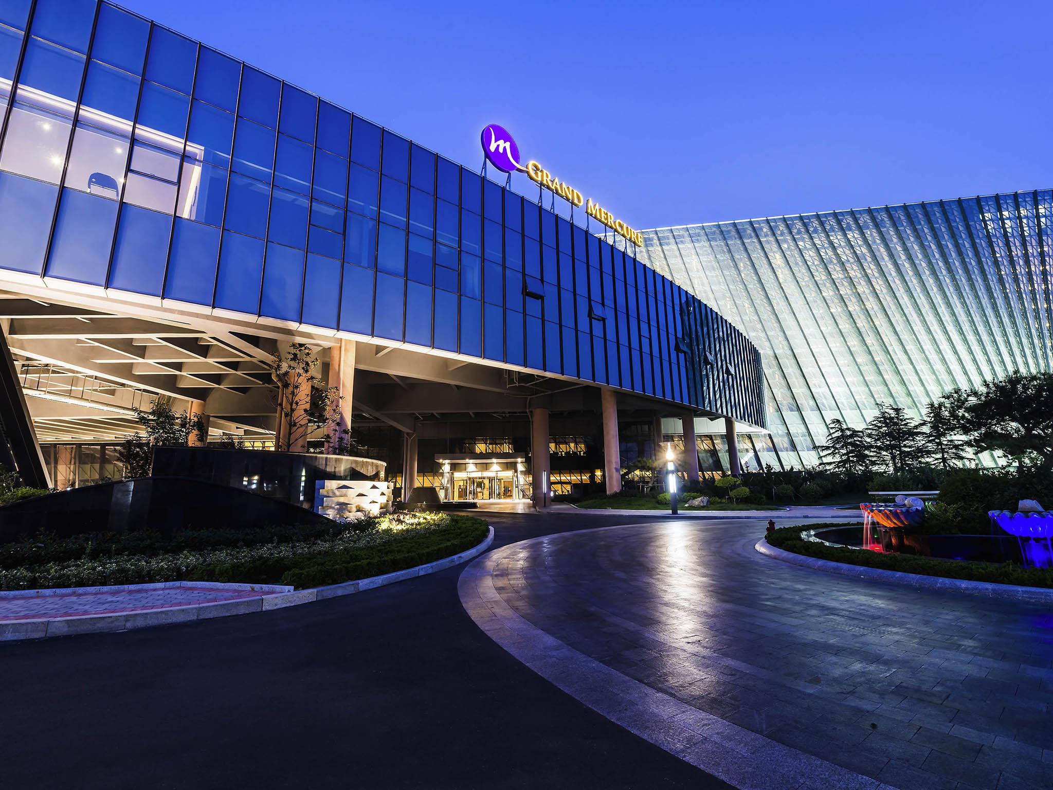 Отель — Grand Mercure Qingdao Nanshan Resort