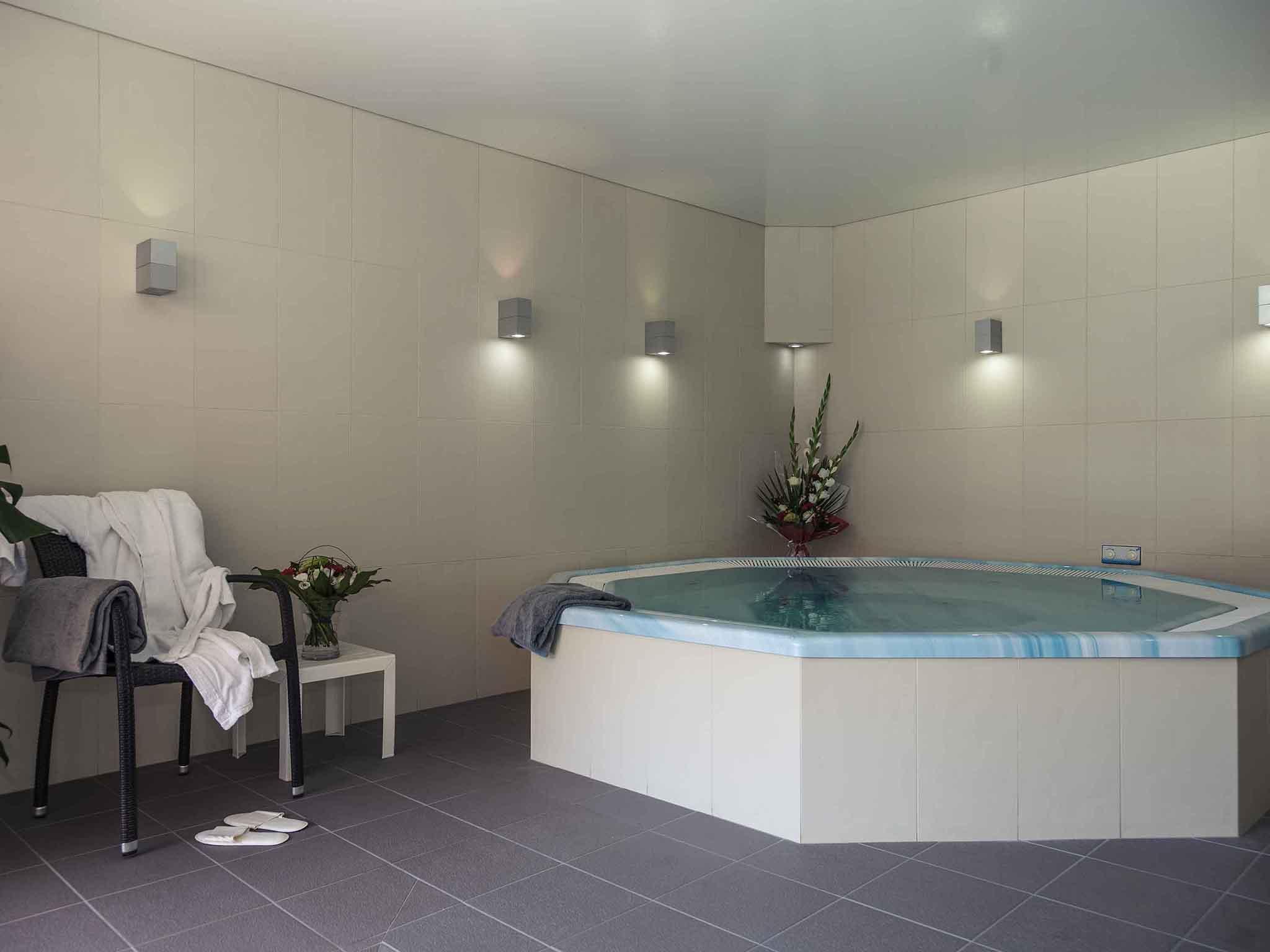 Hotel in LANVALLAY - Mercure Dinan Port Le Jerzual hotel