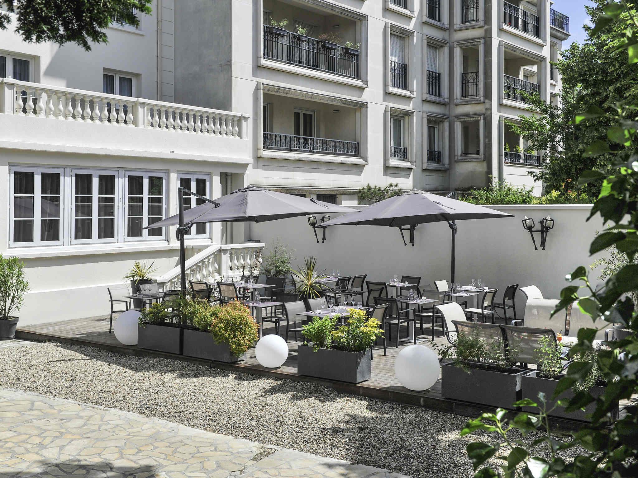 Sungard Exhibition Stand By Me : Hotel in saint cloud hôtel mercure paris saint cloud hippodrome