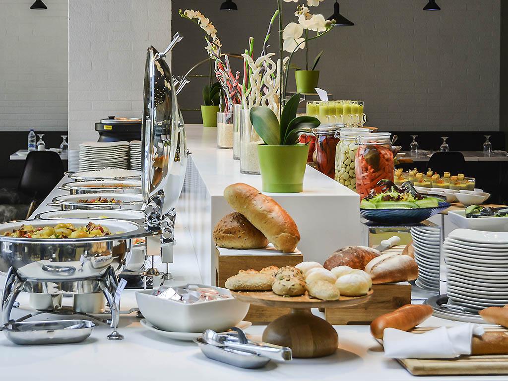 Street Cafe Dubai Restaurants By Accorhotels