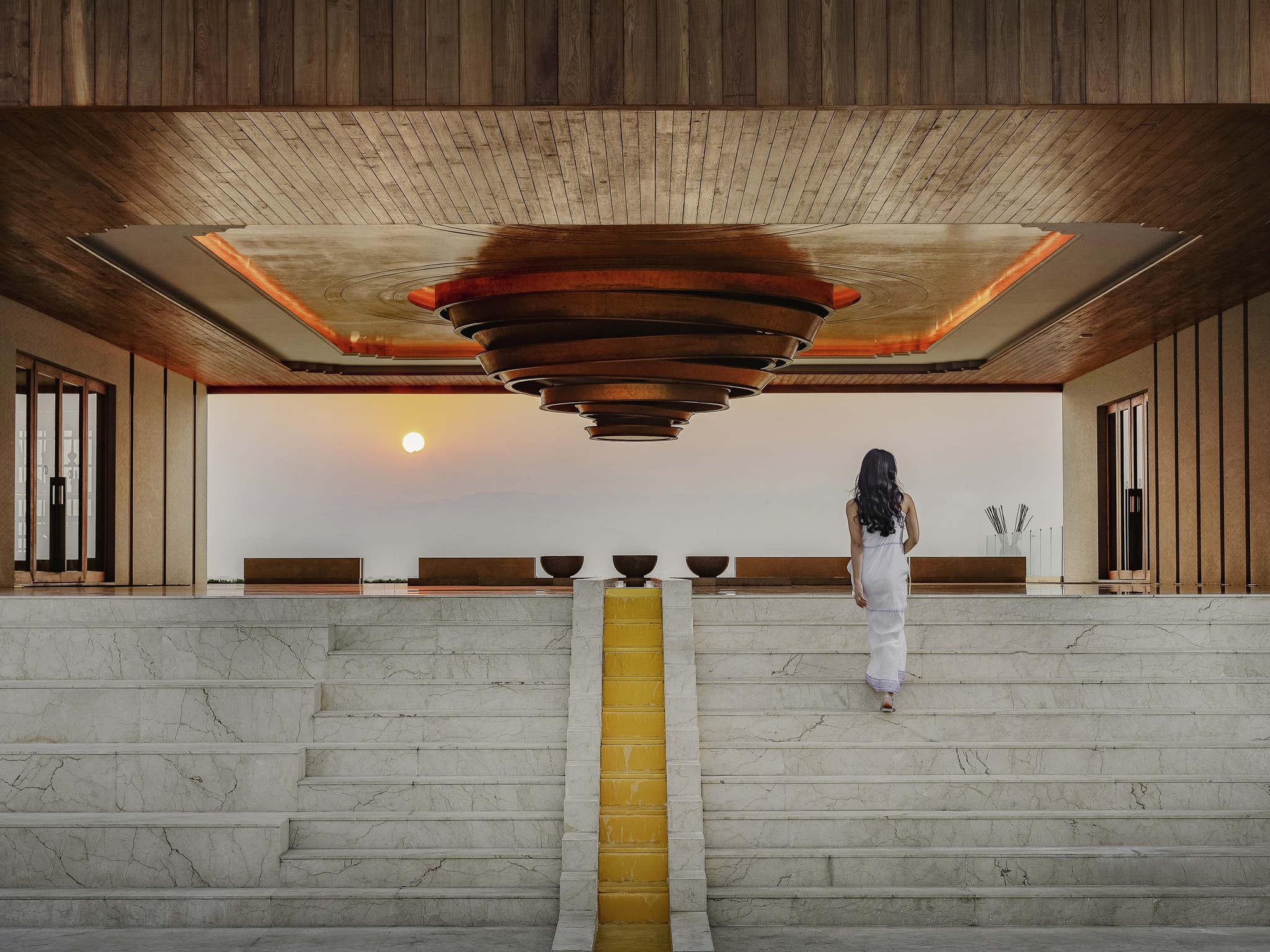 โรงแรม – โซฟิเทล อินเล เลค เมียต มิน