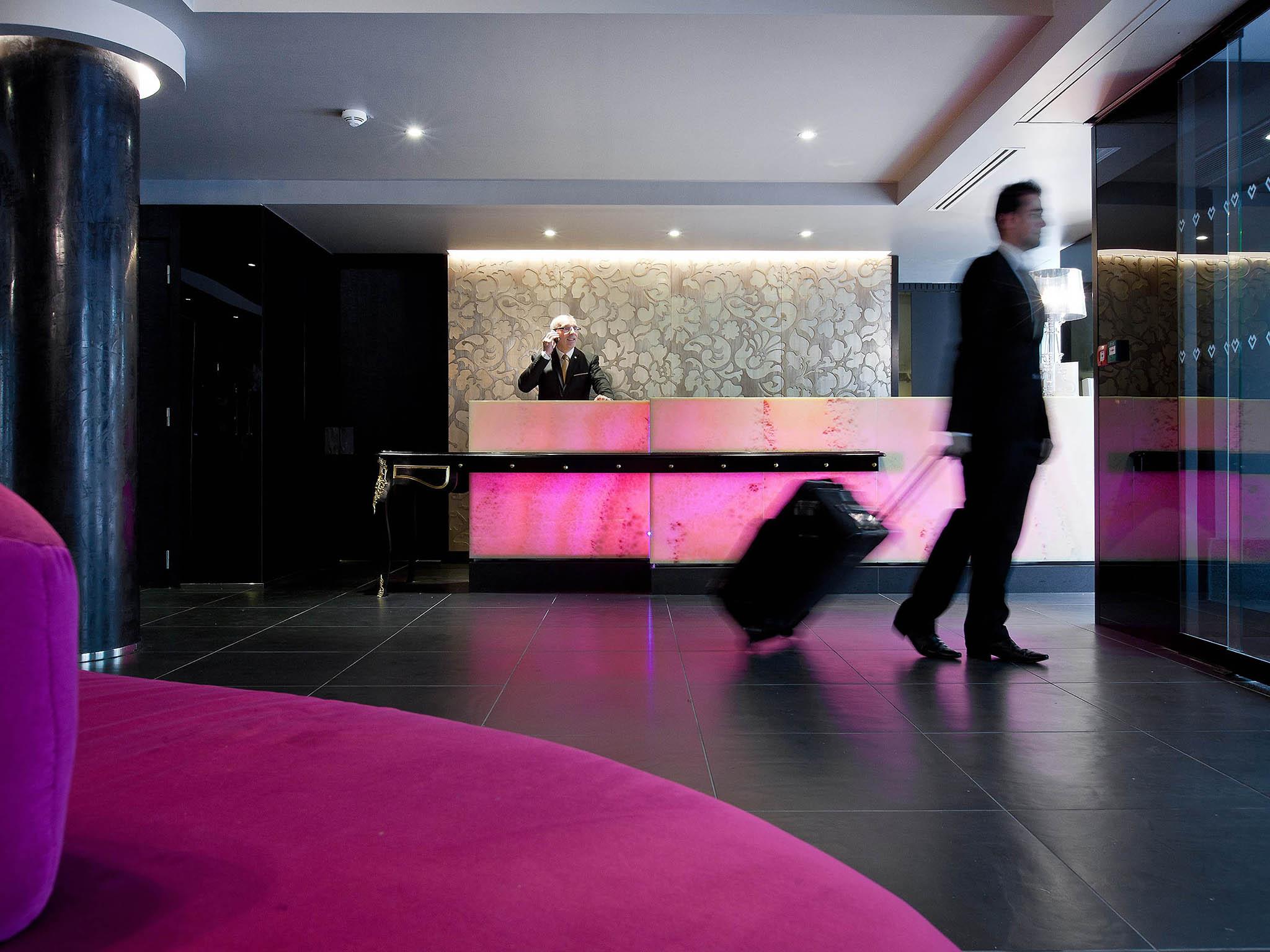 hotel in paris - la villa maillot arc de triomphe