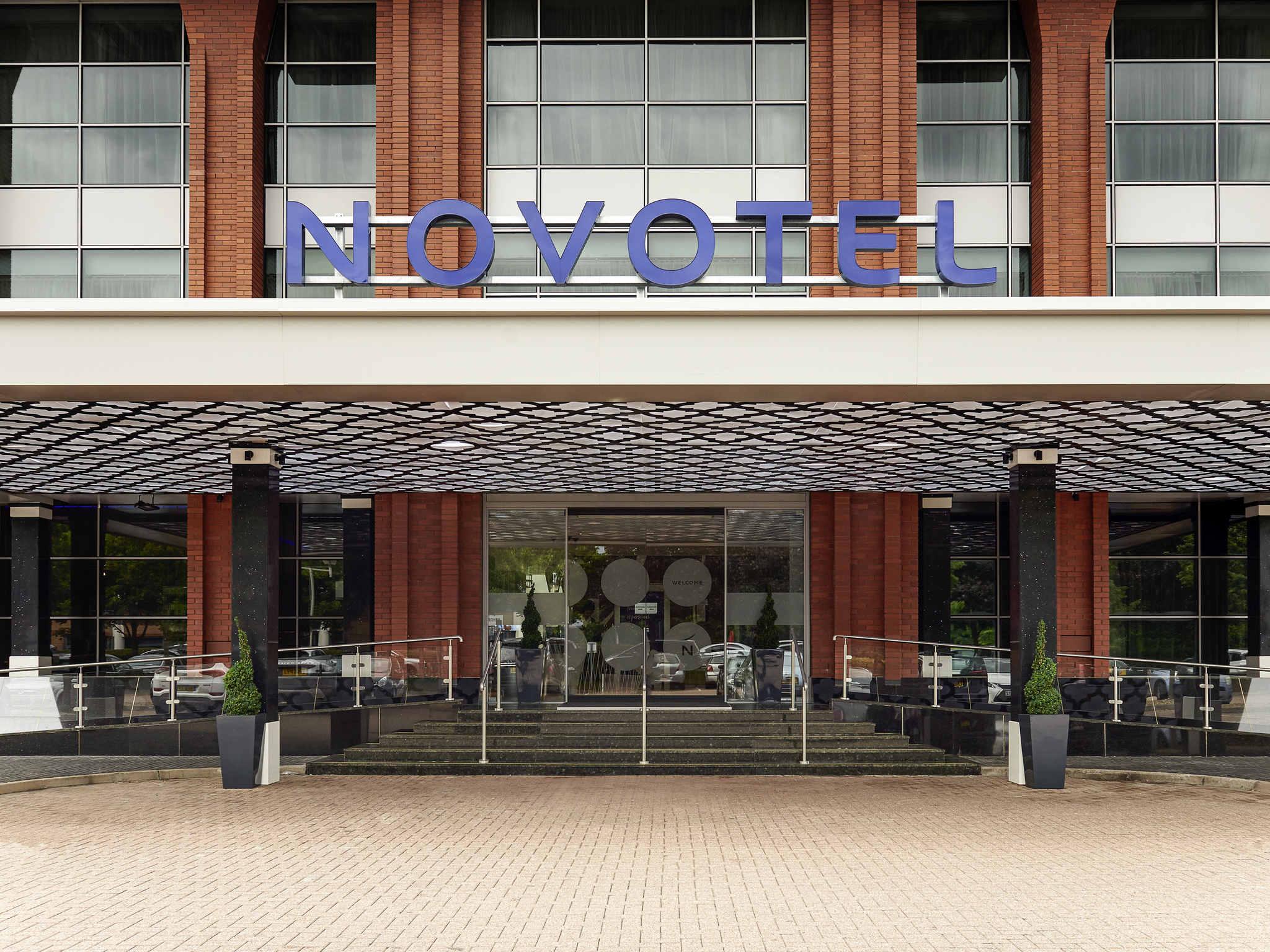 Отель — Novotel Лондон Хитроу Аэропорт T1