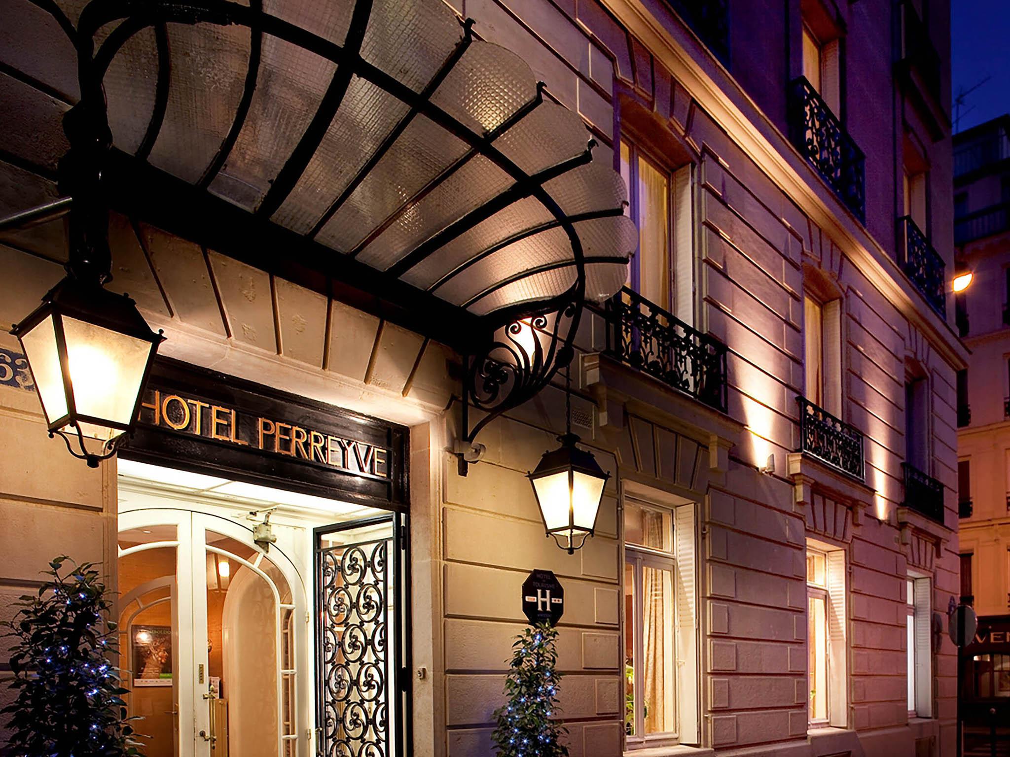 hotel in paris hotel perreyve. Black Bedroom Furniture Sets. Home Design Ideas