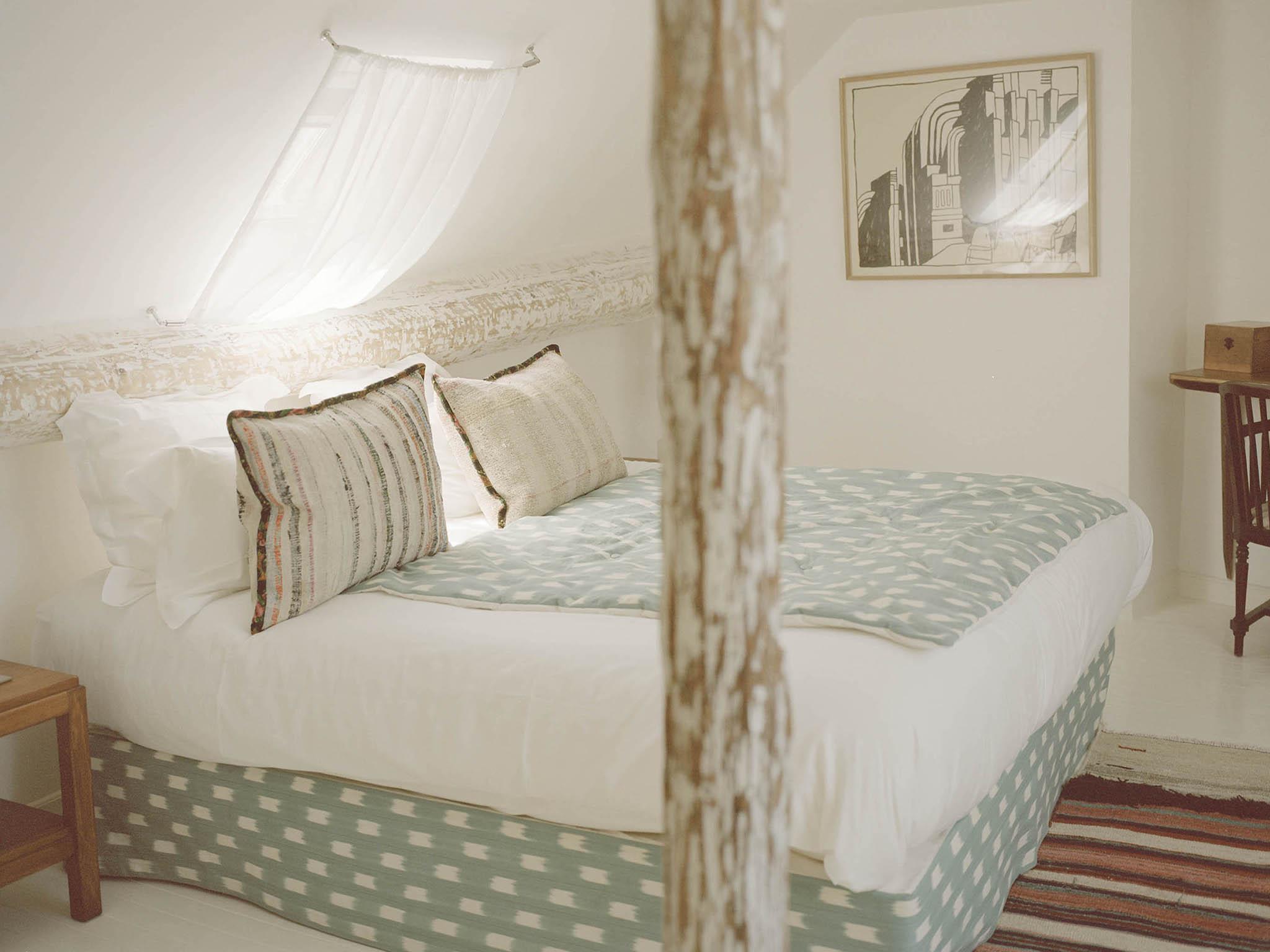 hotel in paris hotel du temps. Black Bedroom Furniture Sets. Home Design Ideas
