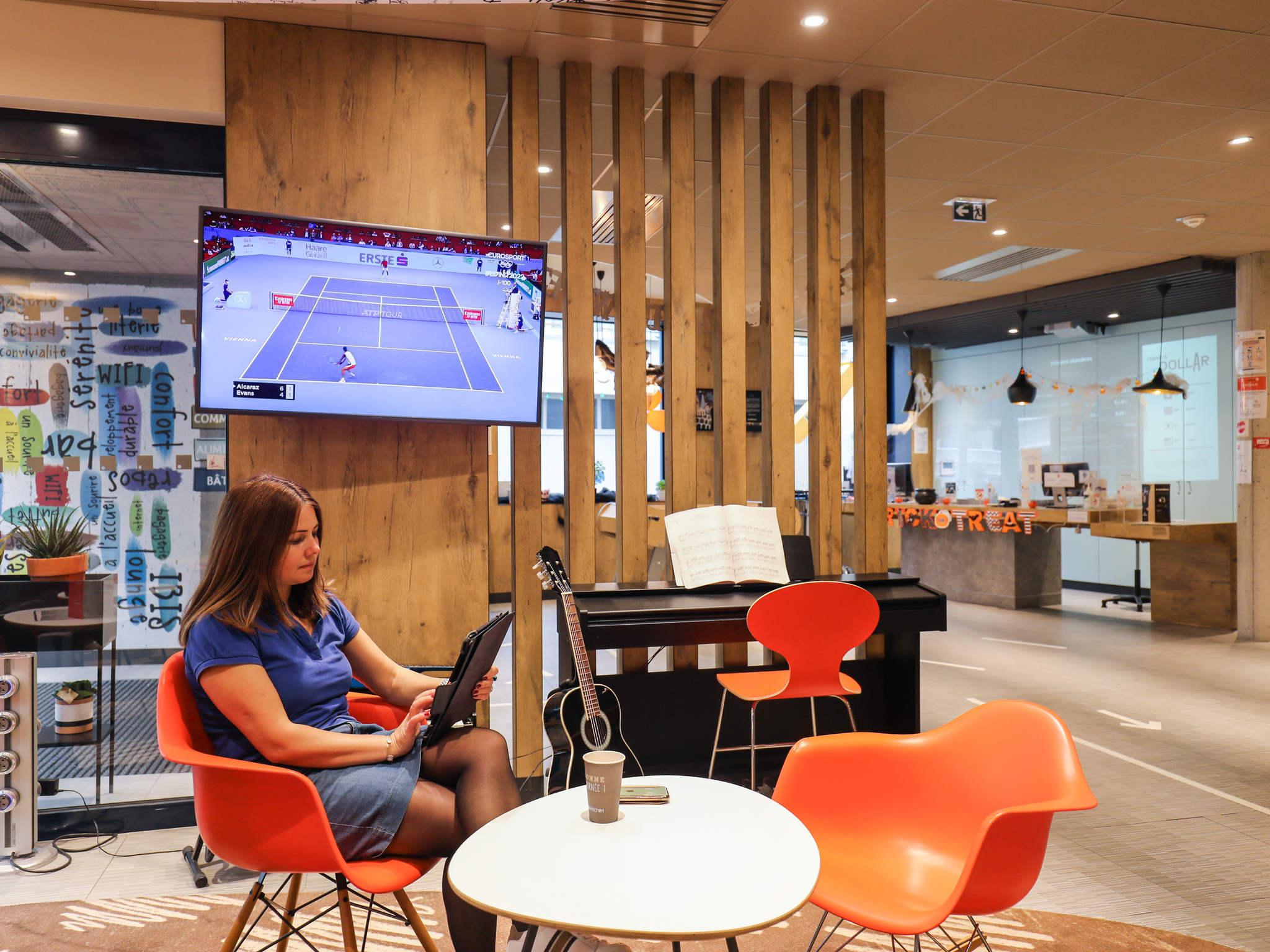 Gallery of hotel ibis saint germain en laye centre with for Piscine saint germain en laye salle de sport