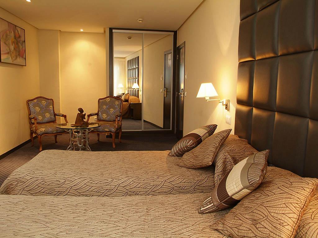 h tel valence h tel benetusser. Black Bedroom Furniture Sets. Home Design Ideas