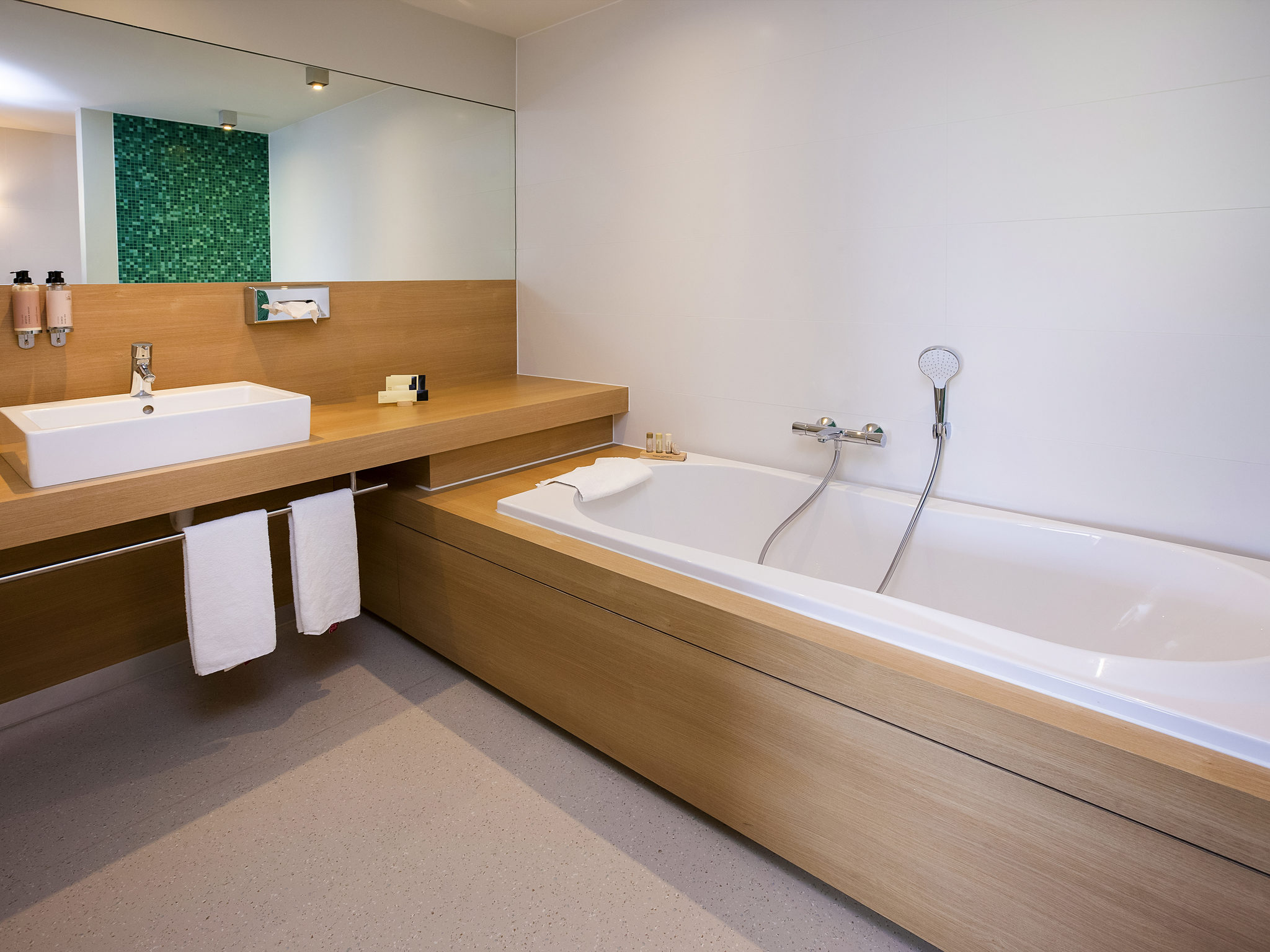 Cheap Hotel Kortrijk Ibis Styles Near Kortrijk XPO - Bathtub styles photos