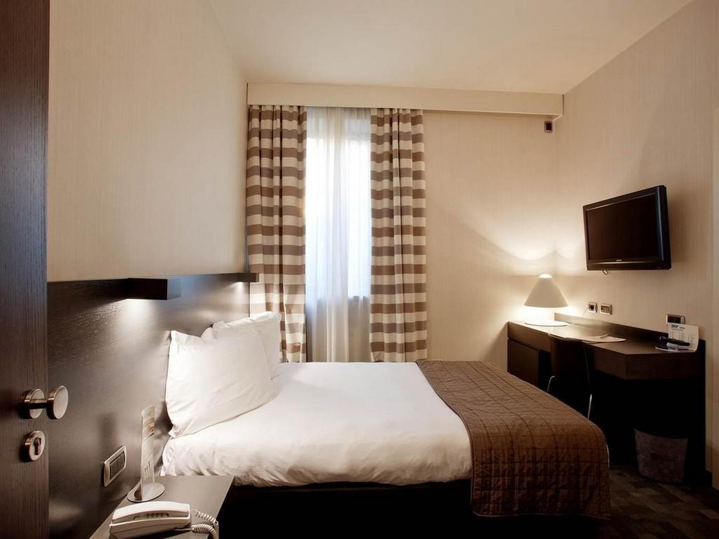 #1E120E Hôtel à PLAISANCE Hotel Ovest 2877 photo petite chambre adulte 1024x768 px @ aertt.com