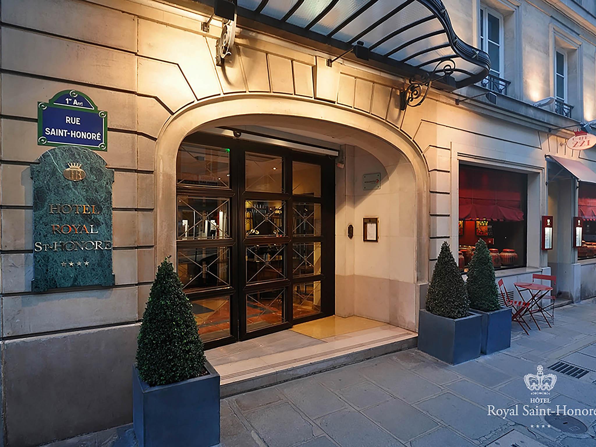 Hotel in paris royal saint honor hotel for Hotel im paris