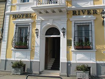 Hotel River
