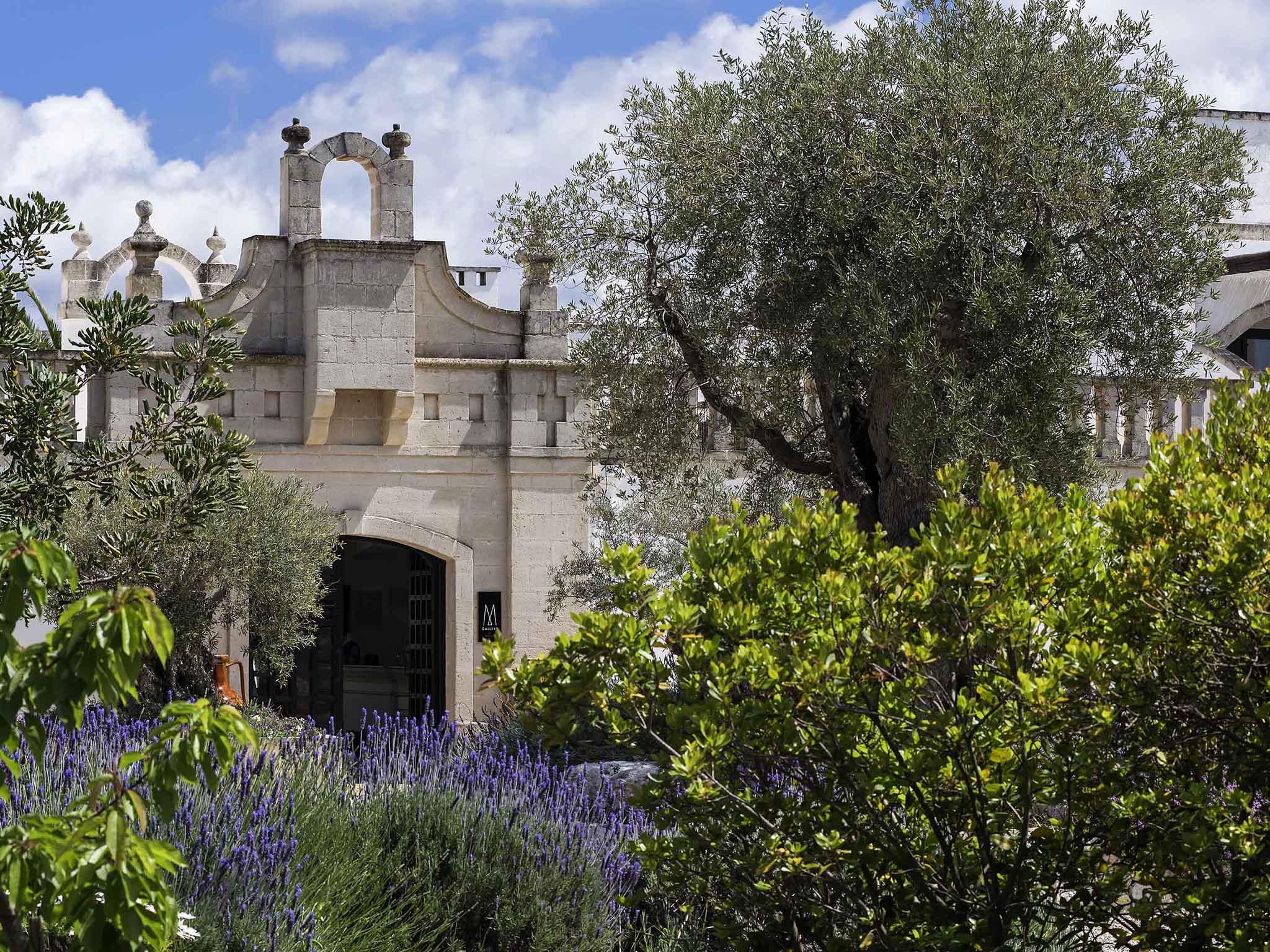 Отель — Borgobianco Resort & Spa Polignano - MGallery by Sofitel
