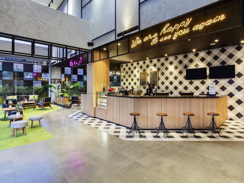 Lobby Lounge Bekasi Restaurants By Accor
